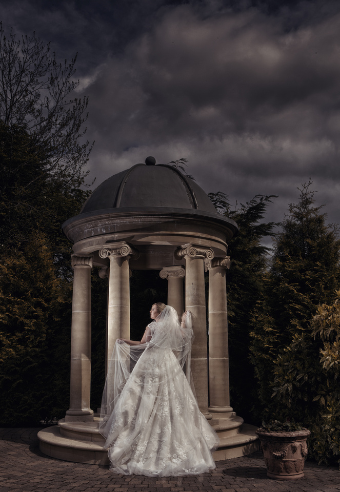 Working with wedding photographer